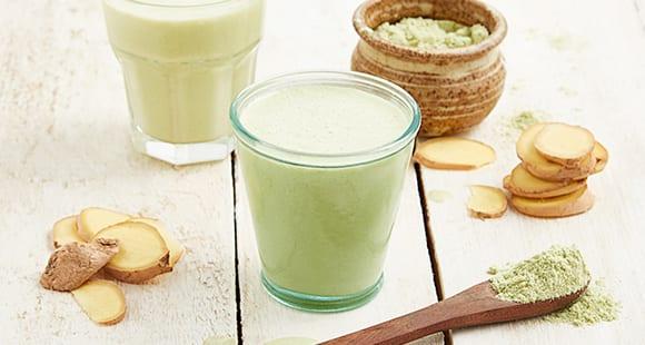 Matcha Whey Protein Smoothie mit Pfirsich und Ingwer
