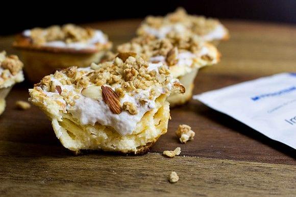 Saftige Käsekuchenmuffins mit knusprigen Streuseln | Kohlenhydratarm