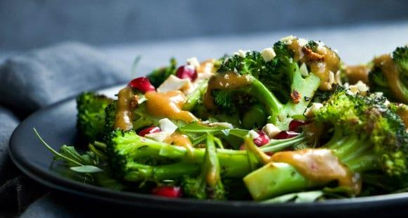 Gesunder Brokkoli Salat mit Satay Sauce | Perfektes Diät Rezept