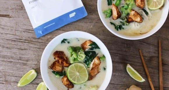 Thailändische Kokossuppe | 33 g Eiweiß pro Portion