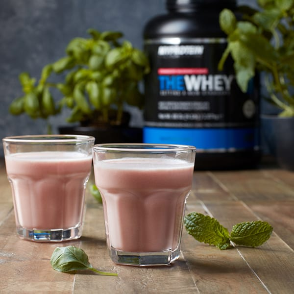 THE WHEY Shake | Post Workout Erdbeer-Minz Shake