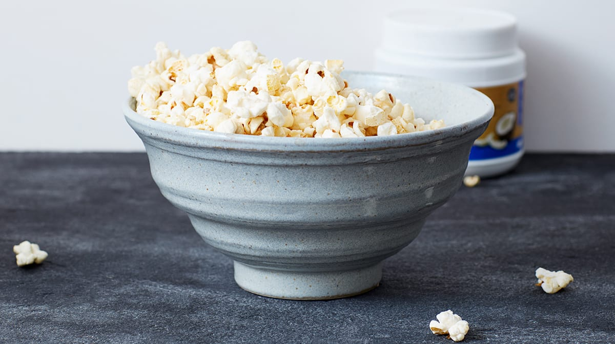 Eine Schüssel mit Popcorn