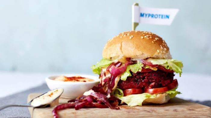 Vegane BBQ Rotebeete Burger | 15-Minuten Rezept