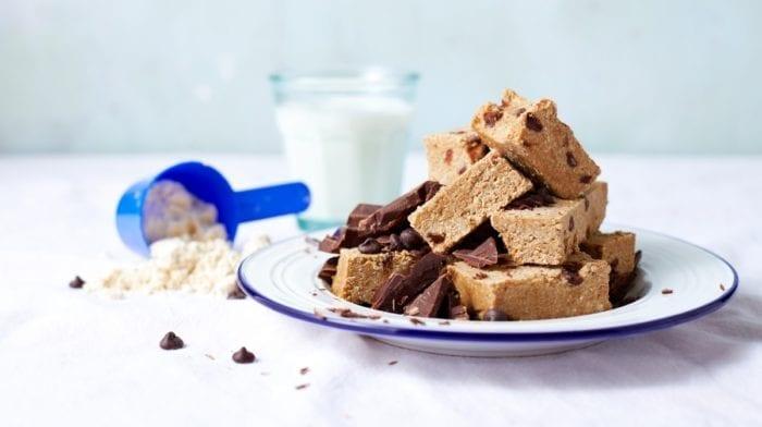 Vegane Cookie Dough Proteinriegel  | 15-Minuten Rezepte