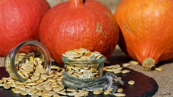 Warum du nicht nur im Herbst Kürbiskerne essen sollst