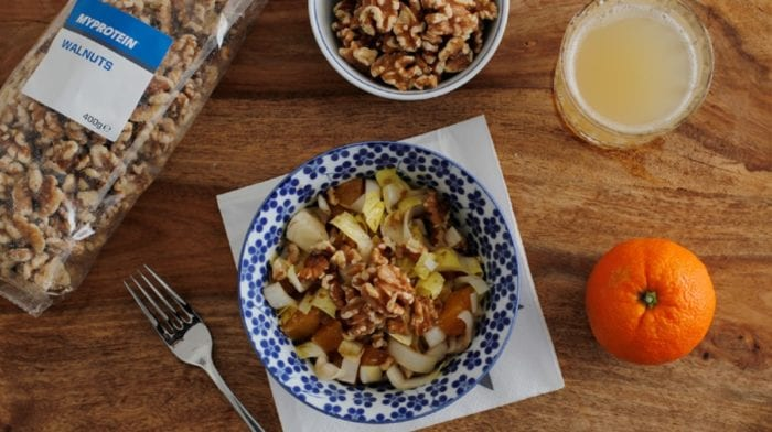 Chicoree-Orangen Salat mit Walnüssen