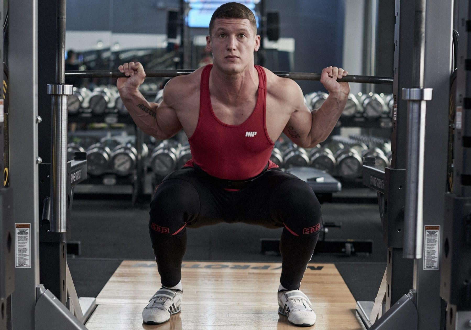 Erfolgreich Muskeln aufbauen - Tipp 3: Arbeite mit hohen Gewichten