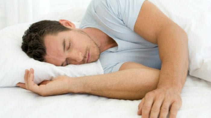 Zu wenig oder zu viel Schlaf | Wie viel Schlaf braucht man?