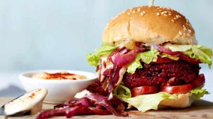 15 Minuten Rote Bete BBQ Burger   Rote Bete Burger Rezept