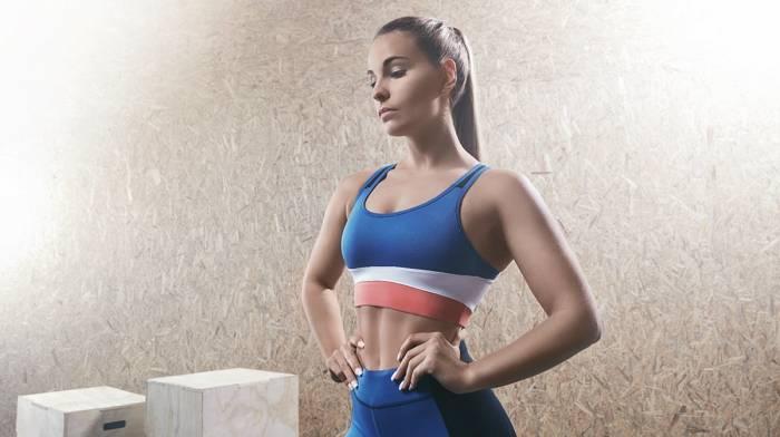 Die 7 besten Brustübungen für Frauen – Heimtraining & Fitnessstudio