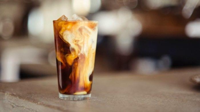 Trinkst du genug? Optimale Flüssigkeitszufuhr + 3 Tipps, um mehr zu trinken!