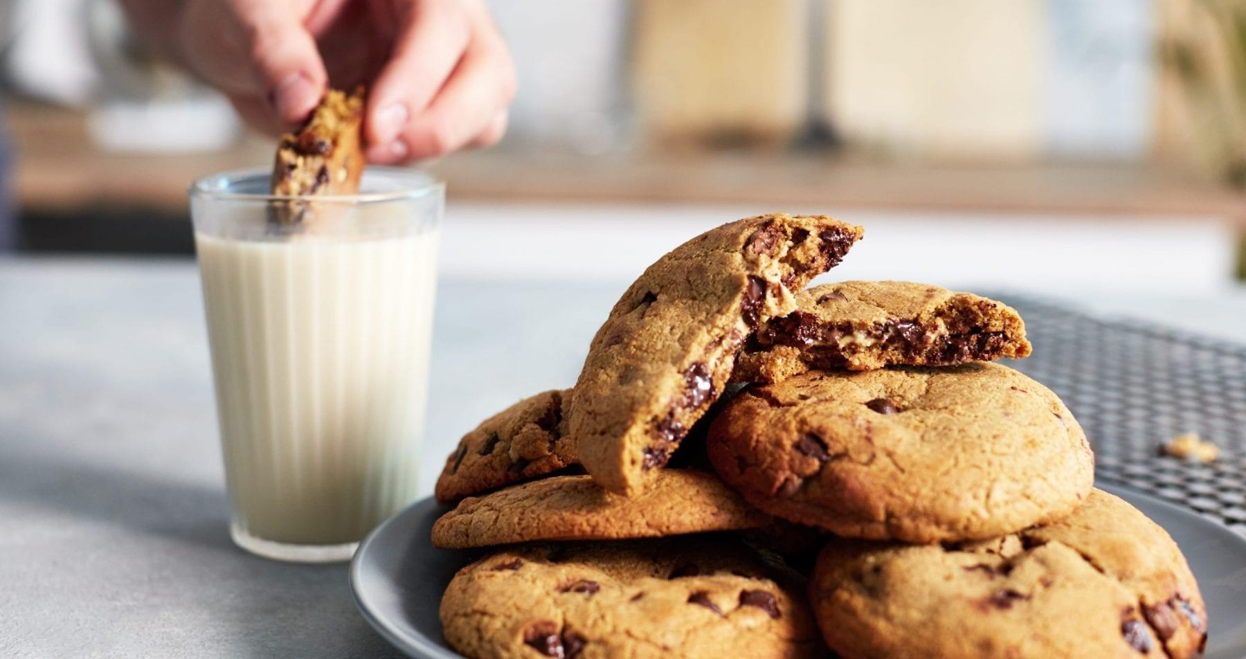 Mit Erdnussbutter gefüllte Protein Cookies