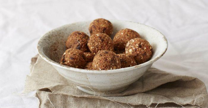 8 leichte Rezepte für Protein-Bällchen | Protein- & Energiebällchen ohne Backen
