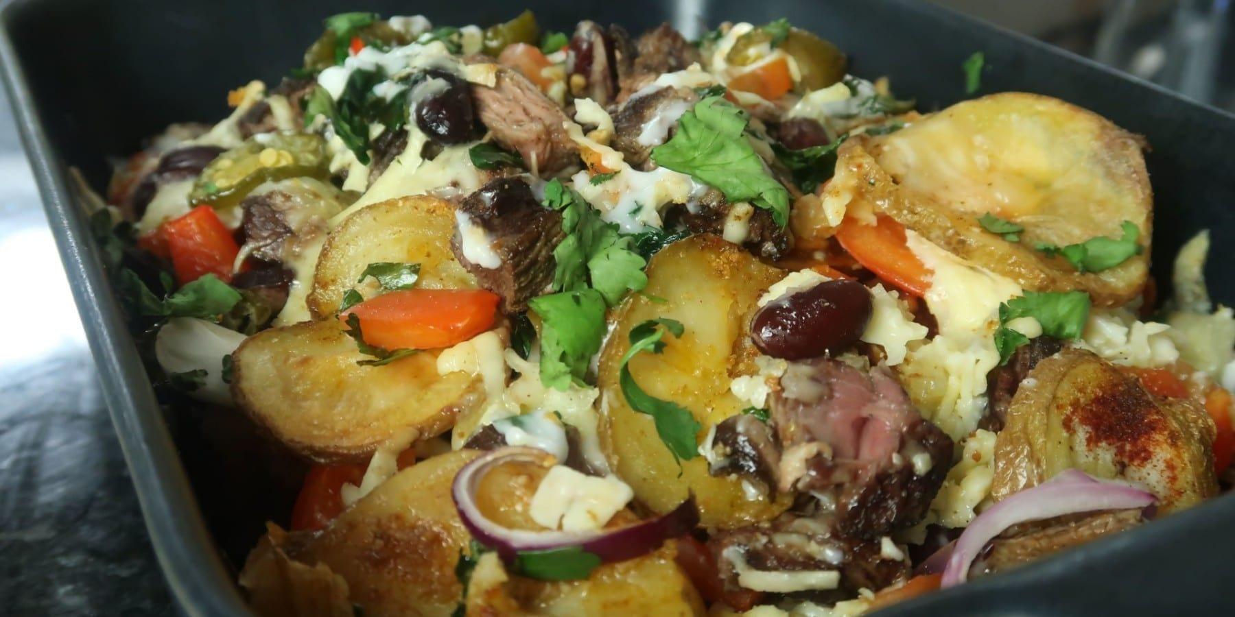 Steak & Kartoffel Nacho Bake mit viel Käse
