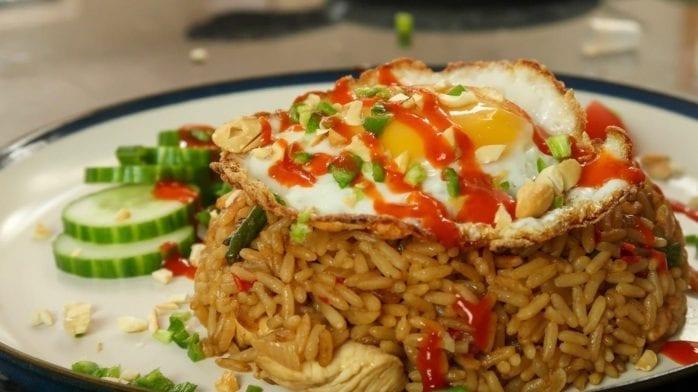 Gebratenes Huhn mit Reis | Nasi Goreng