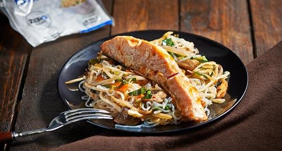 Comidas saludables | Salmón salteado y noodles de 7 calorías