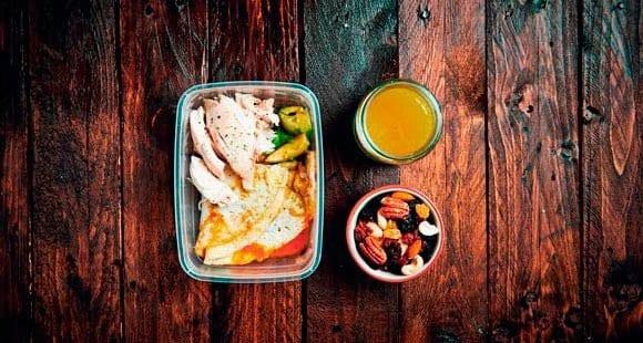 Comidas preparadas|Pollo, tortilla y aguacate