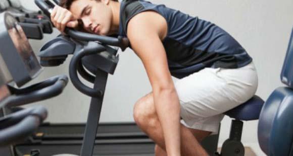 Dietas bajas en calorías y sobreentreno | El daño metabólico