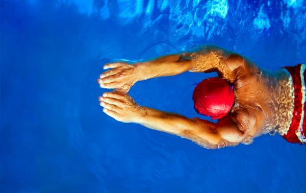 natación para el dolor lumbar