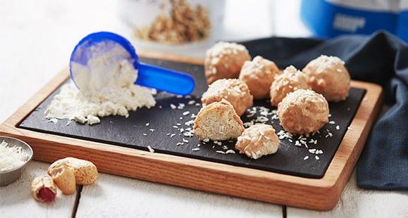 Bolitas de Coco Proteicas con Crema de Cacahuete y Vainilla