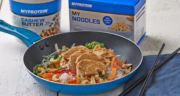 Pollo Frito con Noodles y Anacardos