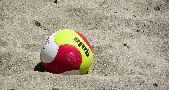 Deportes de Playa en España | ¿Qué es Voleibol y Balonmano?