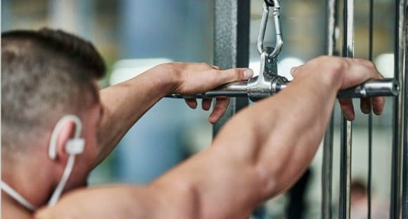 La Guía Completa de Ejercicios de Tríceps para Hombre