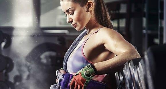 5 Razones porque las Mujeres deben Entrenar con Pesas
