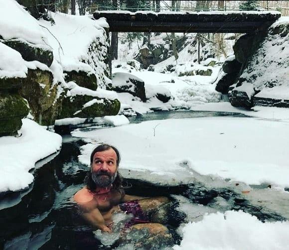 wim hof sumergido en el hielo