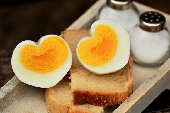 yema de huevo uno de los mejores alimentos con vitamina b