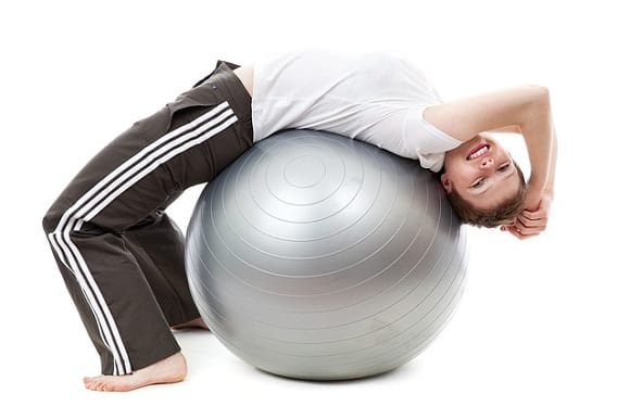 fortalecer las lumbares con el fitball