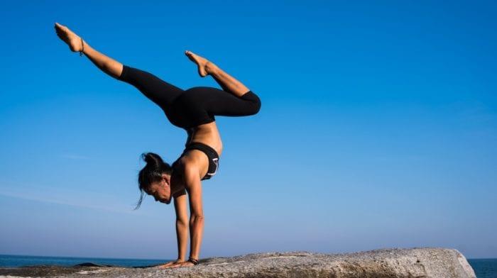 Equilibra tu Energía con Hatha Yoga | Beneficios y Posturas