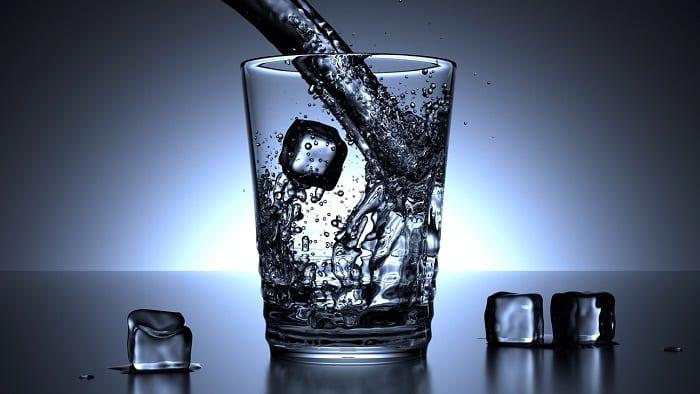 el agua fría es de los mejores quemagrasas naturales