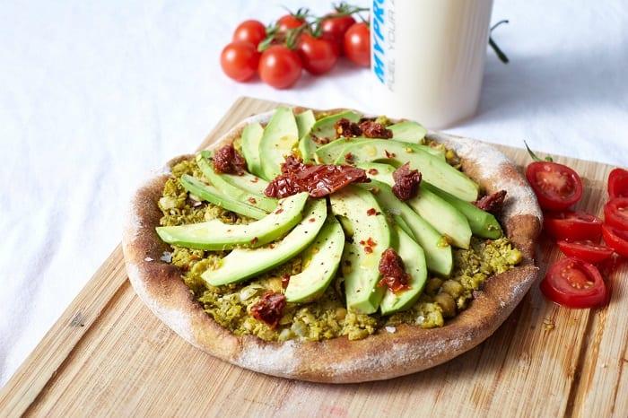 pizza-vegana-de-aguacate