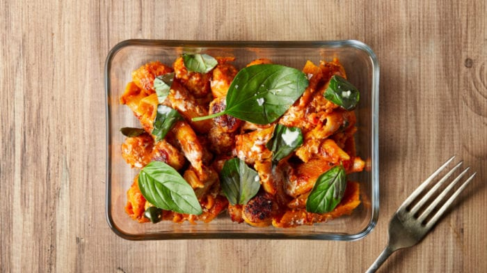 Pasta con Salchichas Ligera y Cremosa | Recetas Saludables