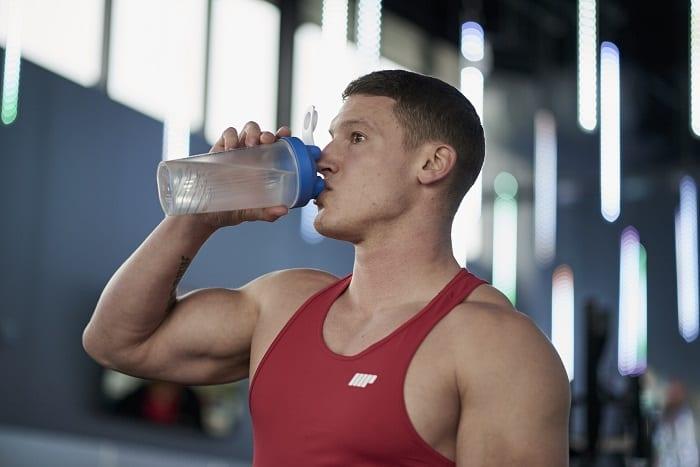 tomar suplementos y agua