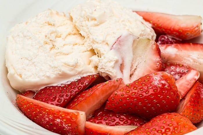 recetas fitness - helado de fresa proteico