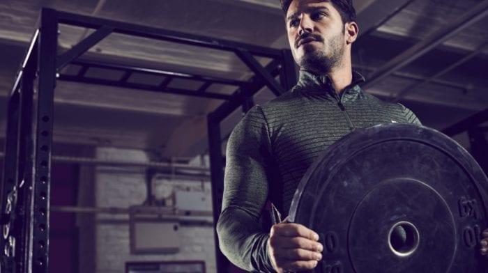 Diferencia entre levantar pesas rápido o lento