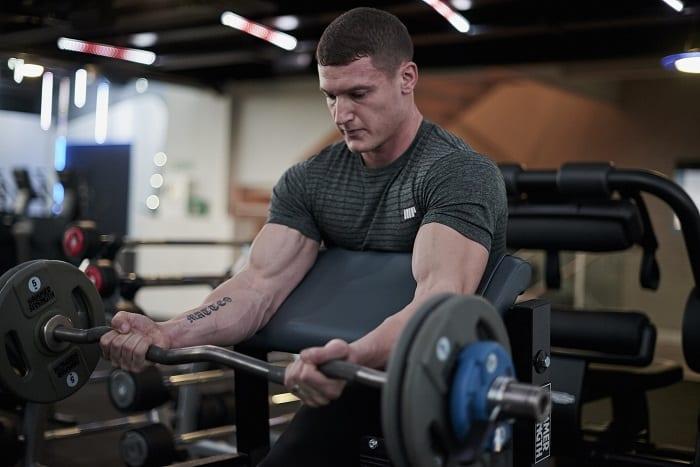 rutina de bíceps para volumen