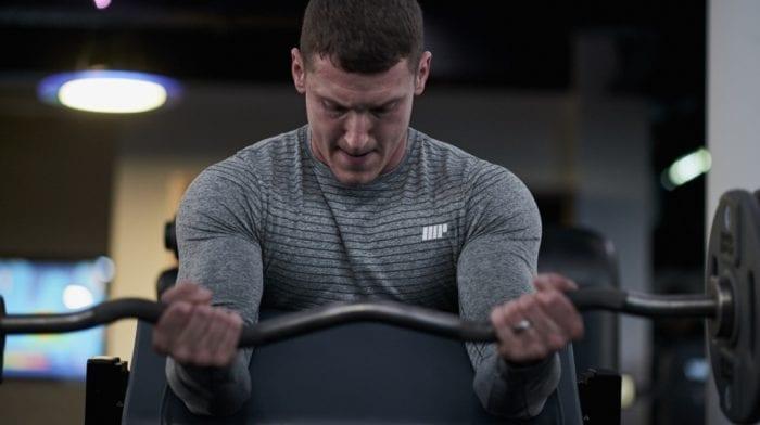 ¿Cómo hacer correctamente el curl de bíceps?