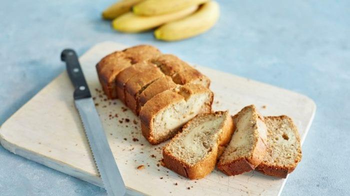 Pan de plátano proteico relleno de cheesecake