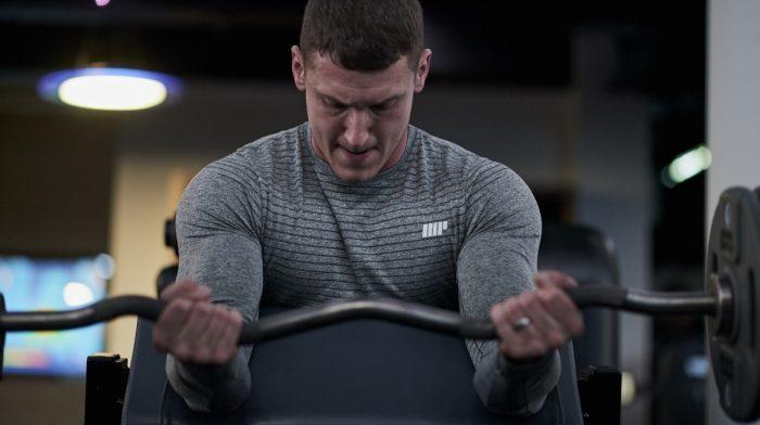 Los 6 mejores ejercicios para aumentar bíceps y tríceps