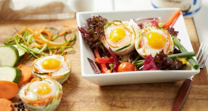 desayuno proteico de cestas de huevo