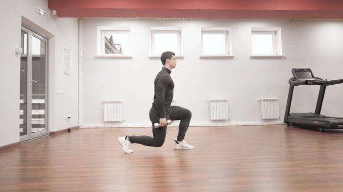 Cómo hacer zancadas andando | Beneficios y técnica