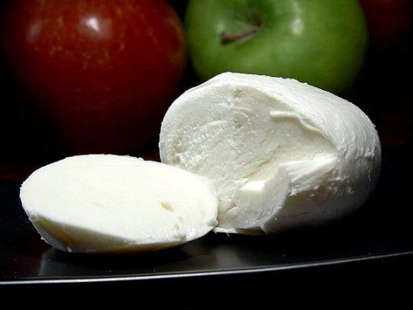mozzarella_cheese_1