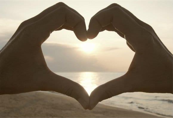 hands-make-a-heart