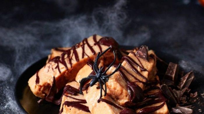 Barretta proteica alla zucca e al caffè latte | Ricetta di Halloween