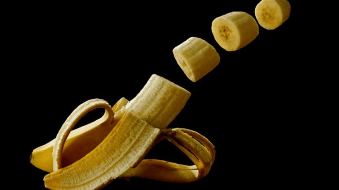 Banana sushi ripieno di porridge al cacao
