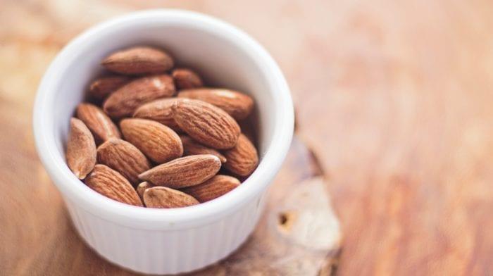 Lista de 10 Frutos Secos e os seus Benefícios