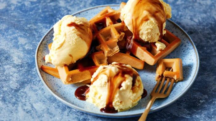 Waffles Proteicas com Gelado Rico em Proteína